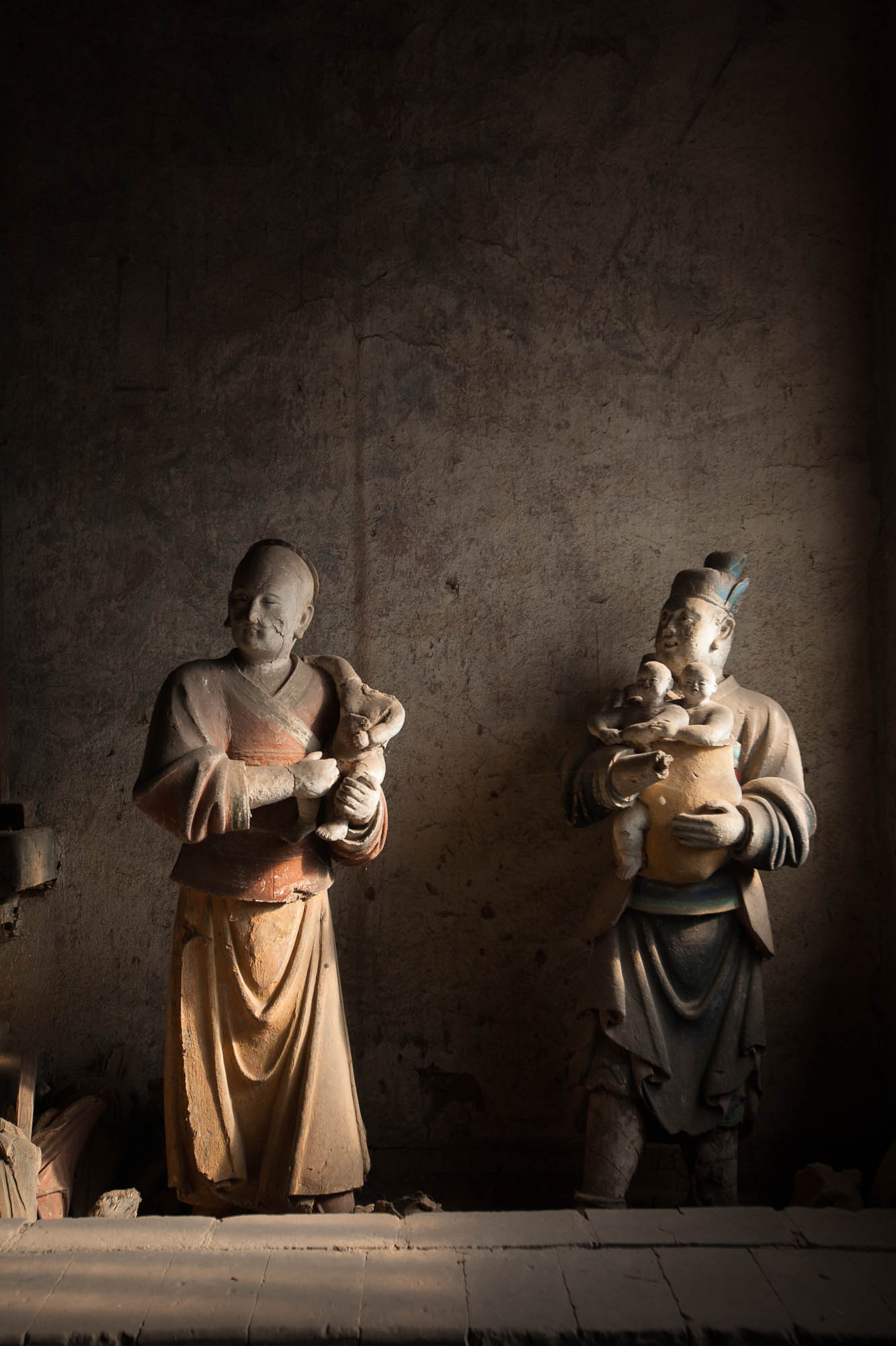 statues in Shuanglin Temple