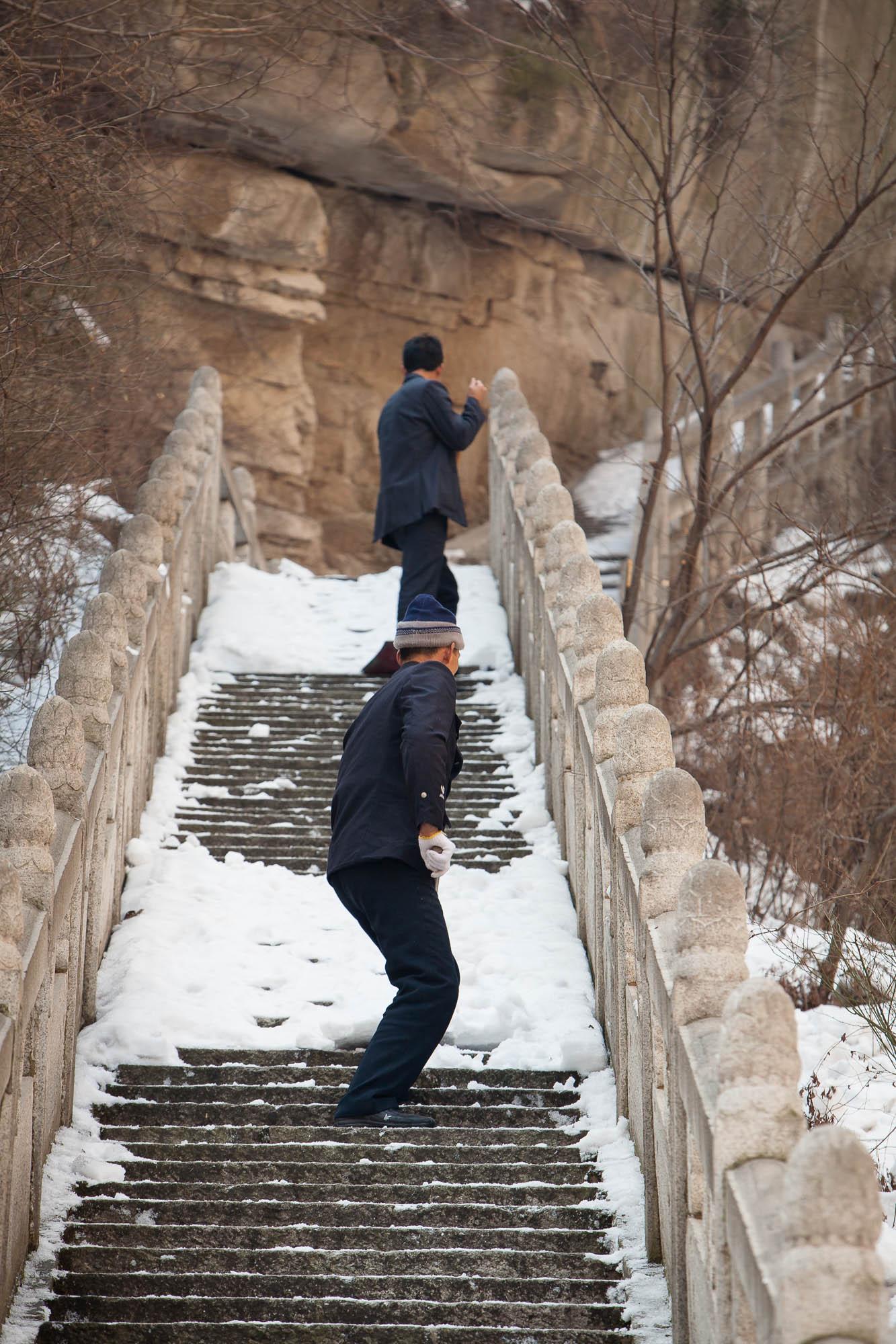 workers on Huashan