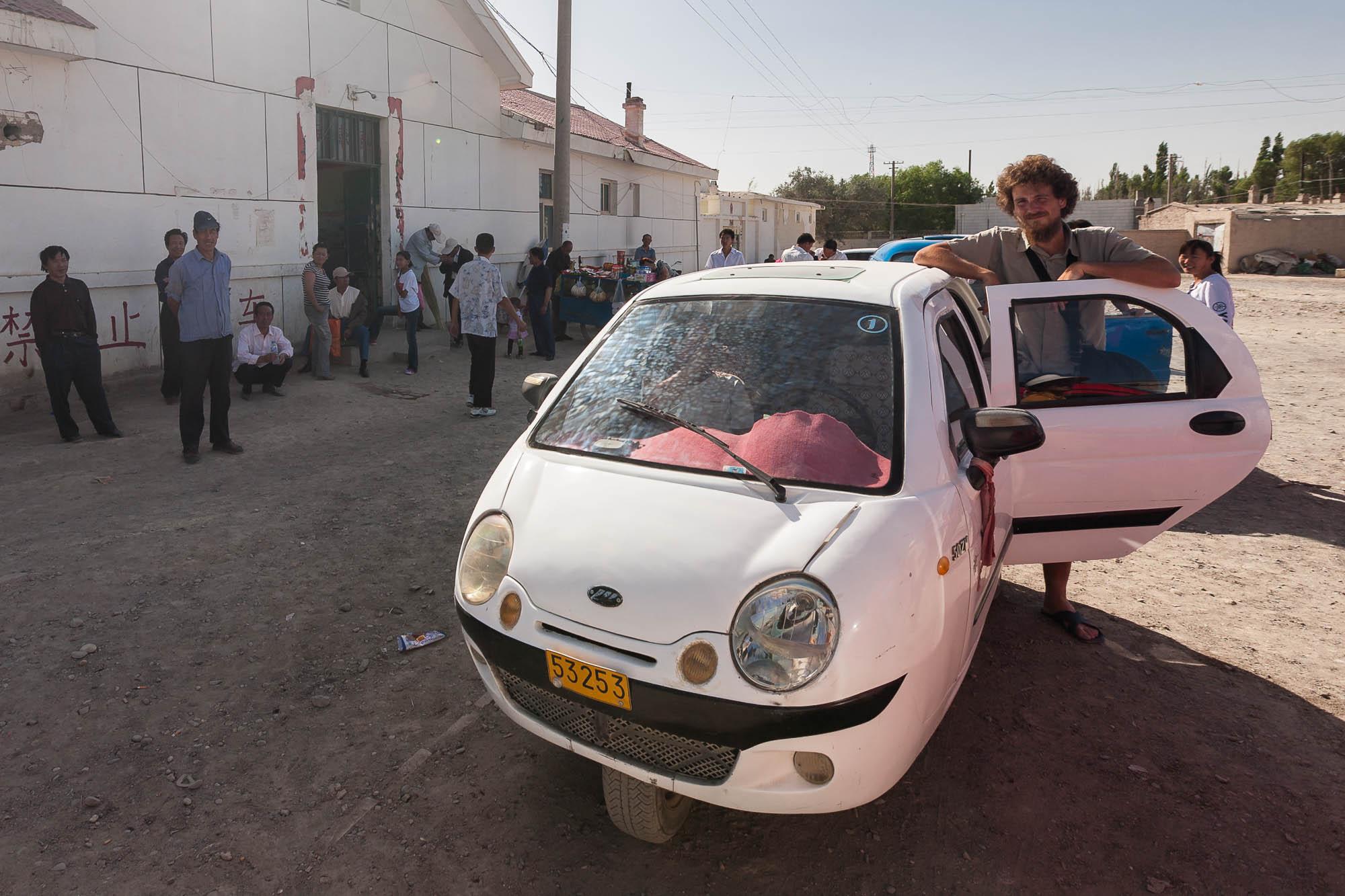 three-wheel taxi