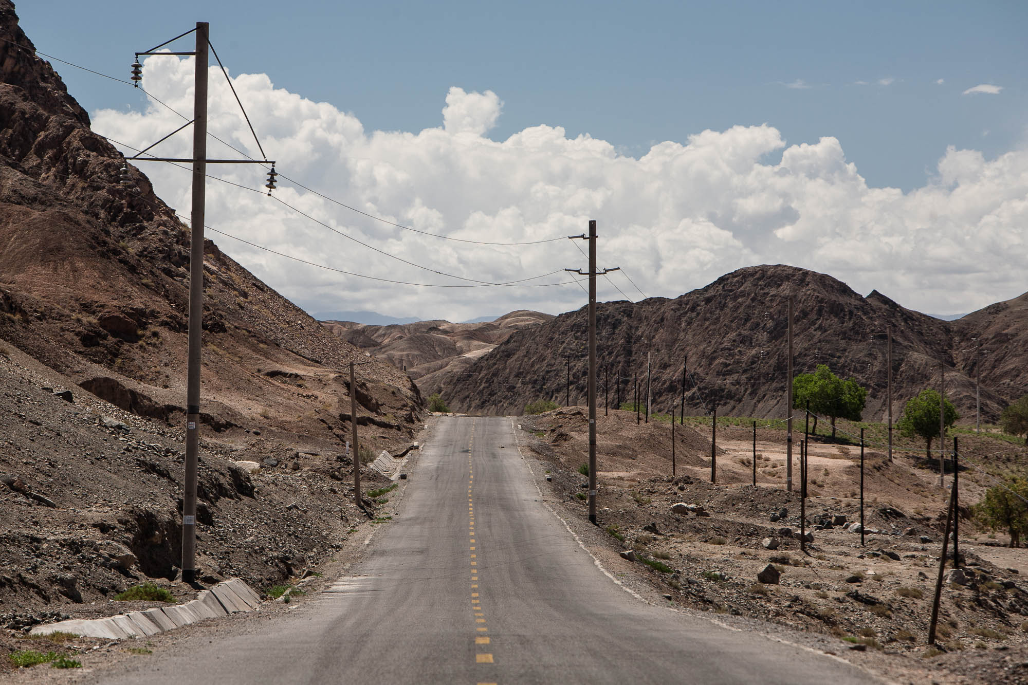 road to the Yulin Grottoes