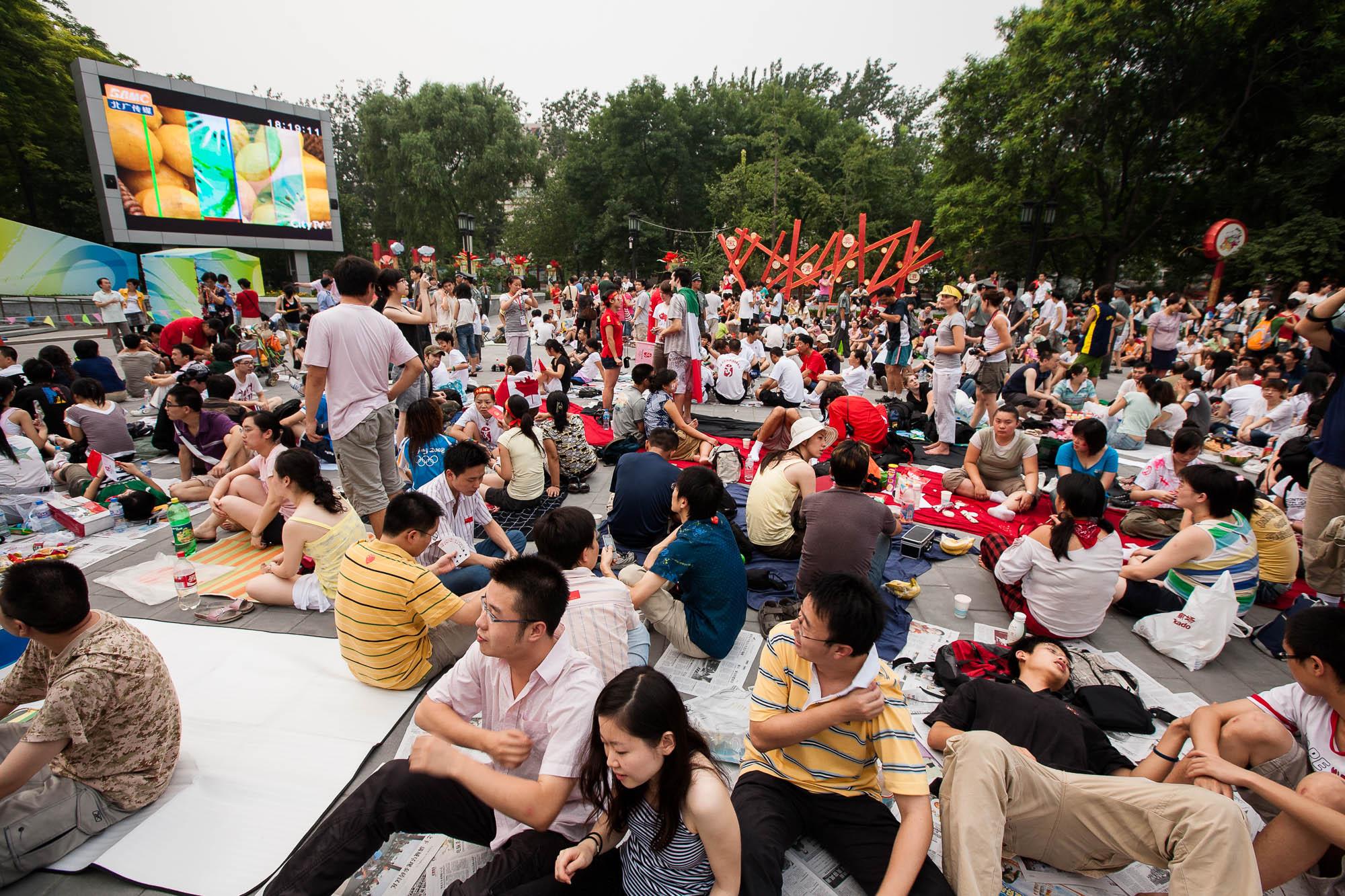 Ditan Park crowd