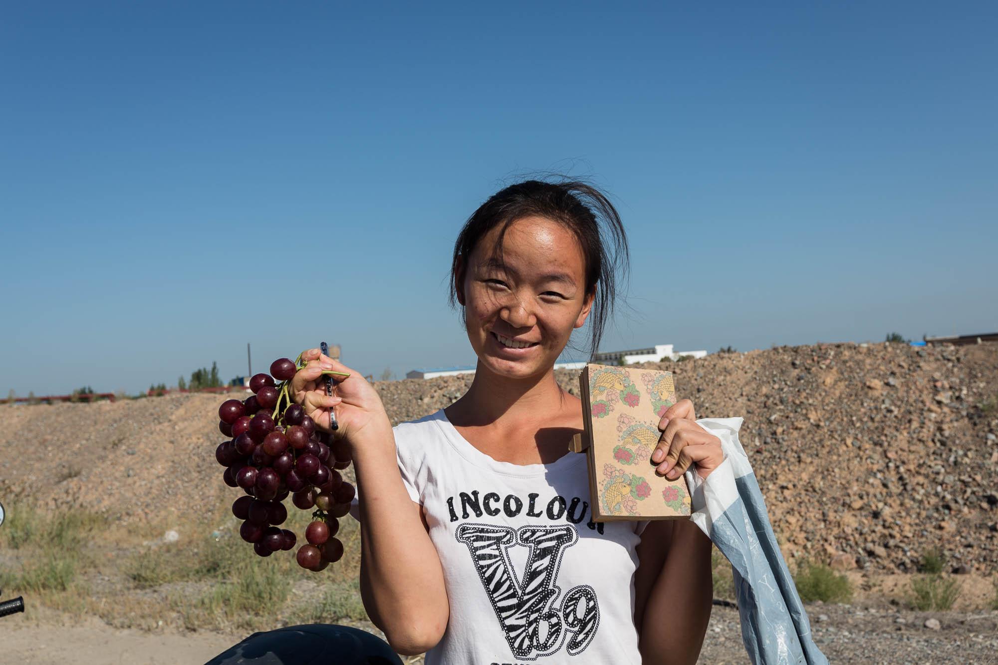 Xiao Huiru gave me grapes and kept me company