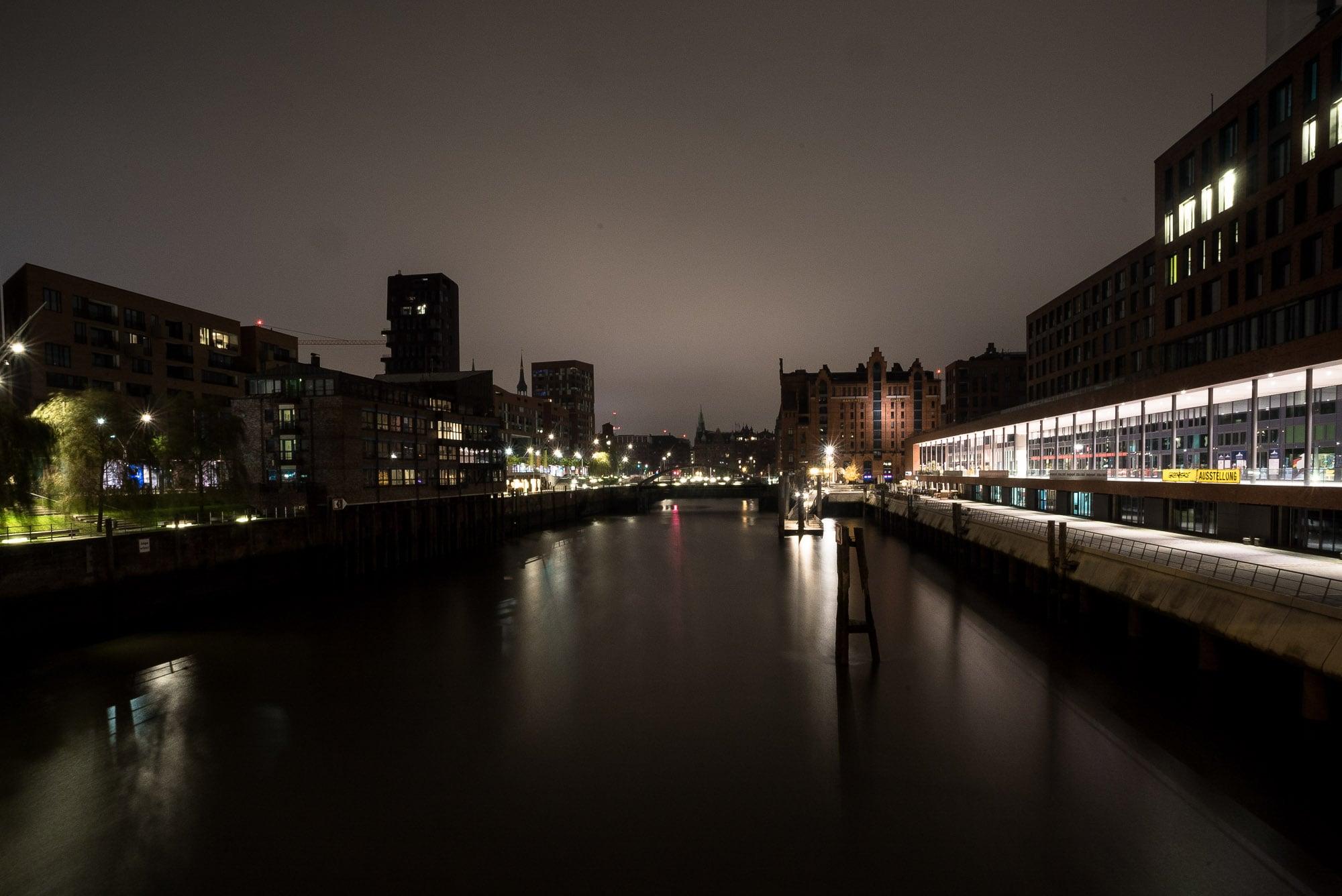 Hamburg water at night