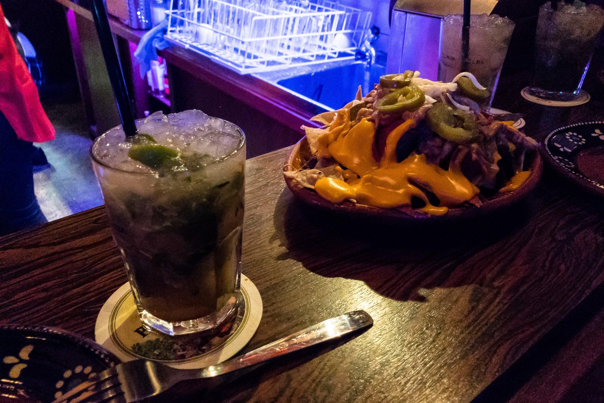 nachos and mojito