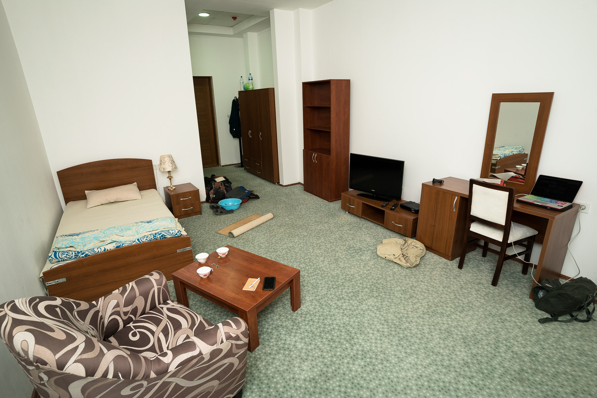 hotel room in Serakhs