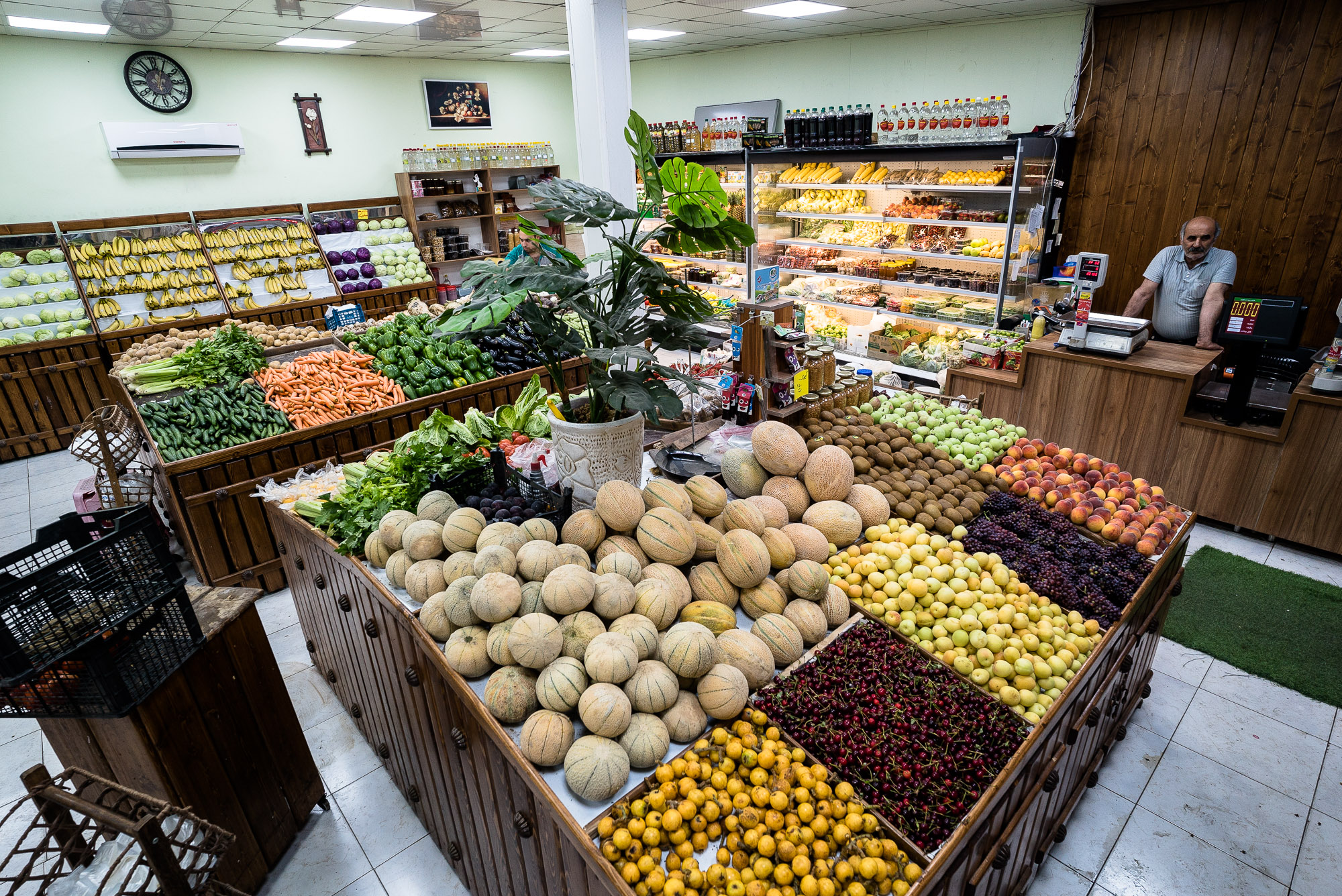 fruit store in Sari