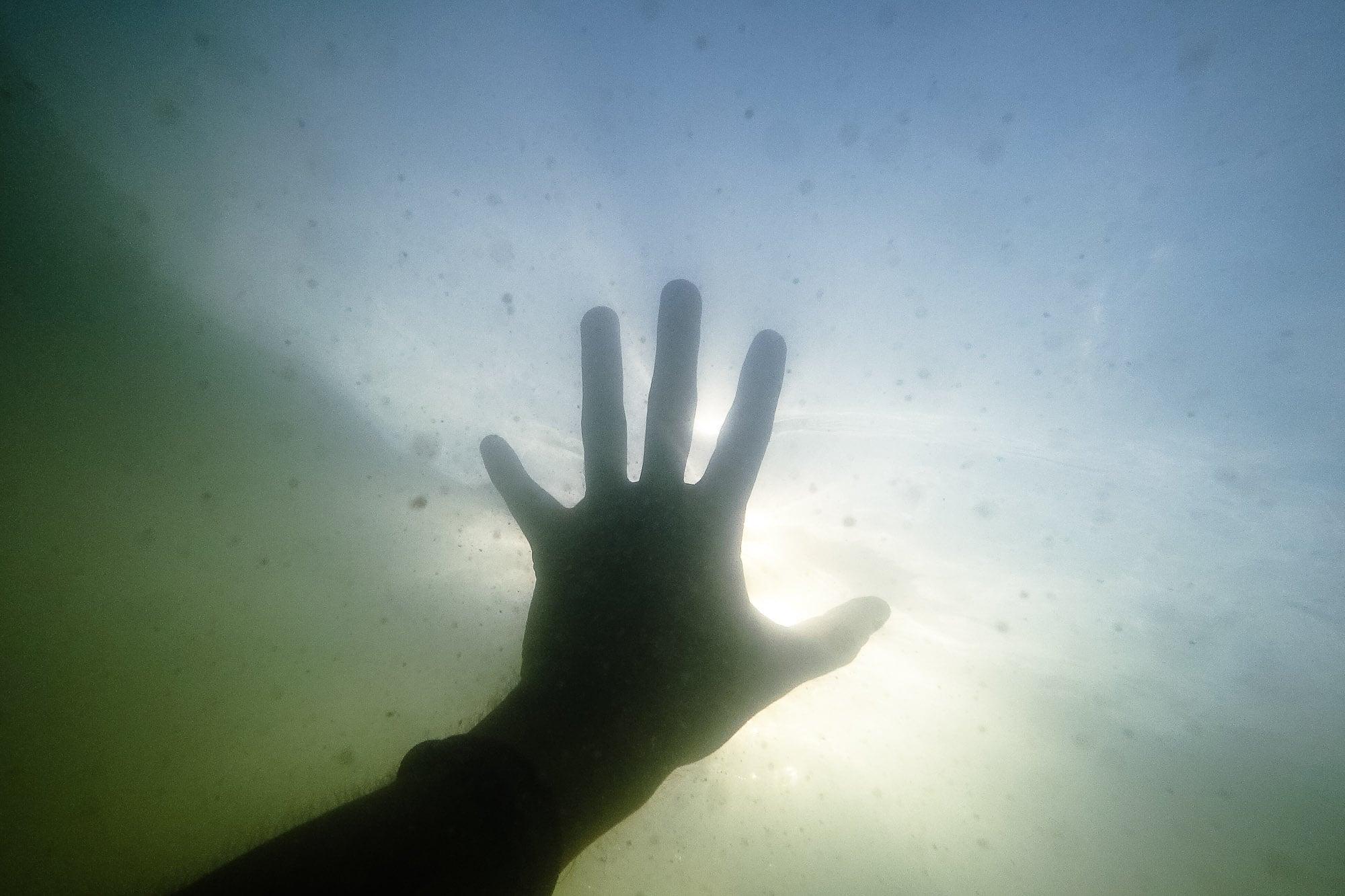 hand under water