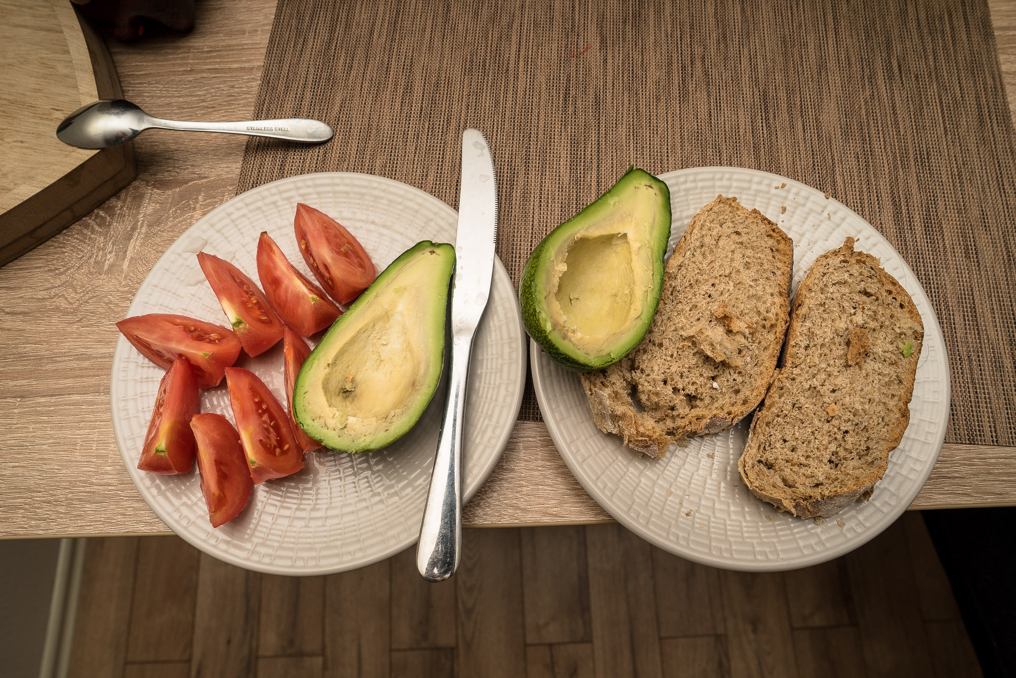 avocado and tomatoes and bread