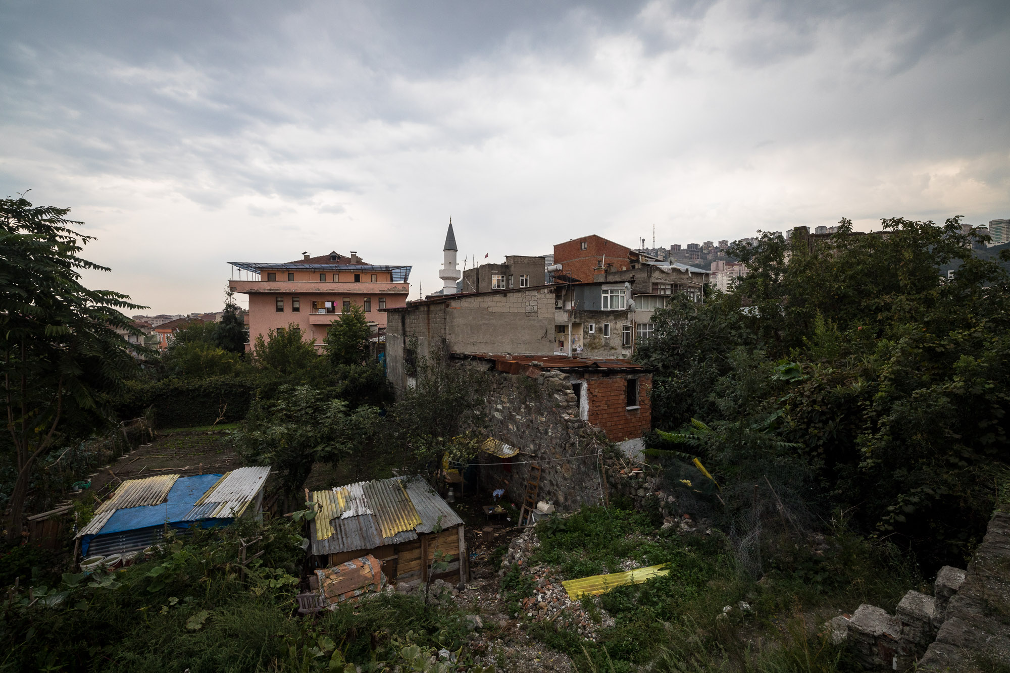 dwellings next to the Trabzon wall ruins