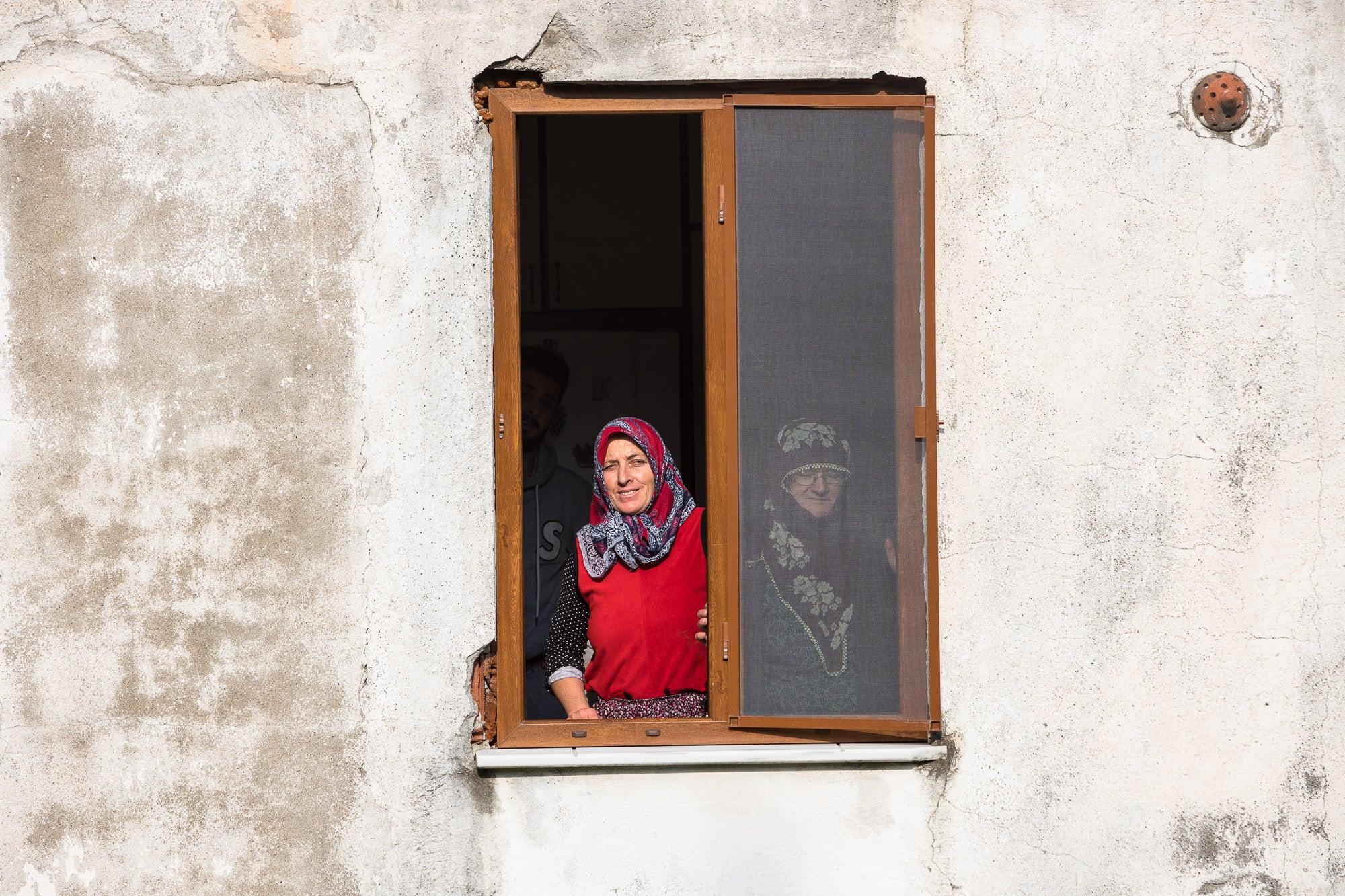 Georgian women in Midrebolu
