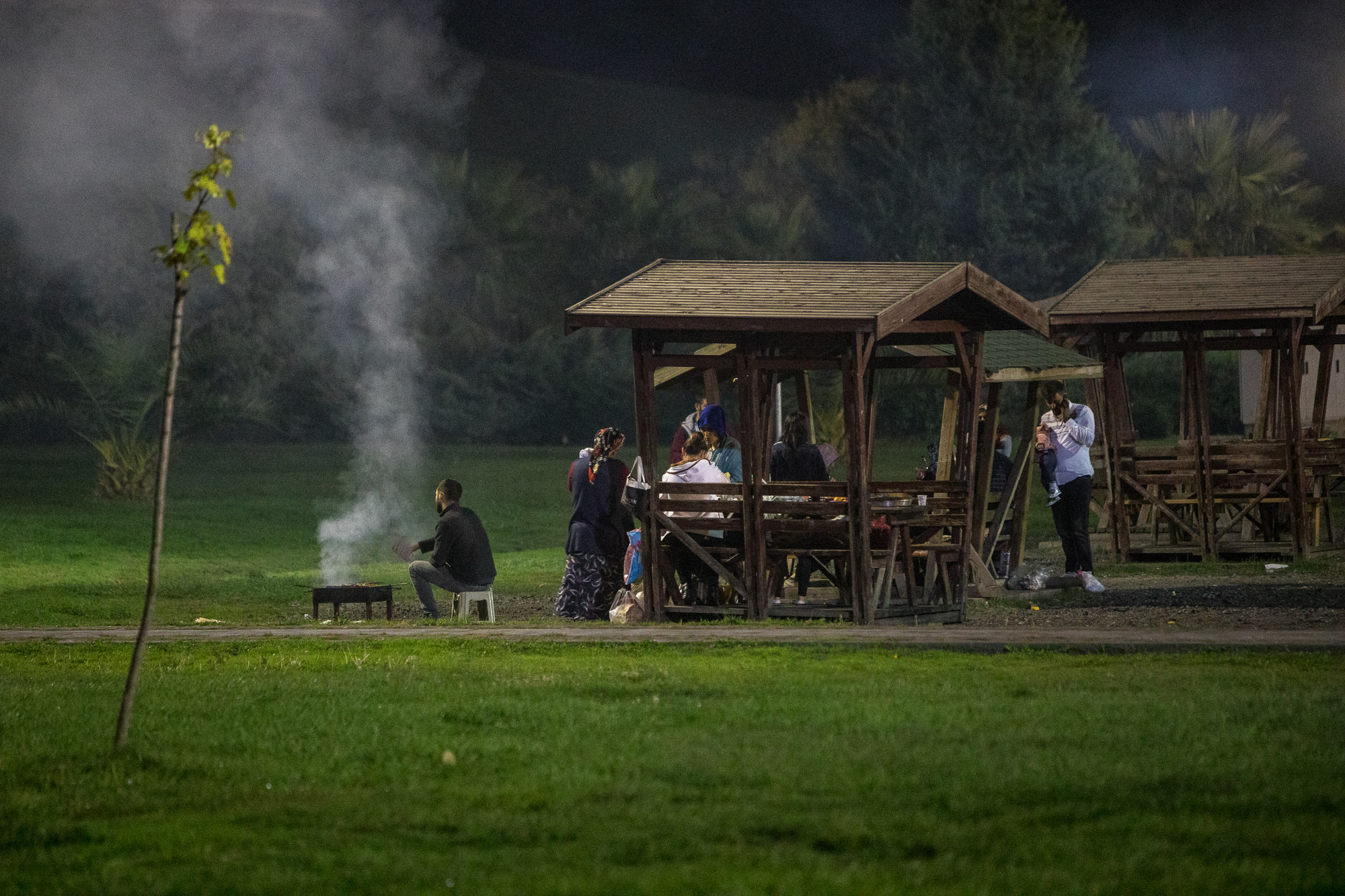 people having food in a park in Samsun