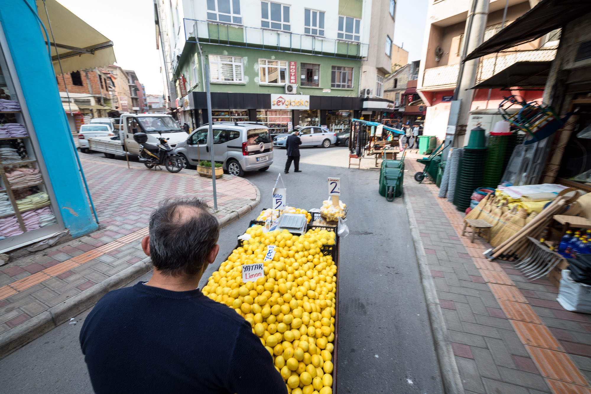 fruit vendor in Bafra